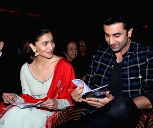 Ranbir,Alia during a musical night event with Shankar Mahadevan