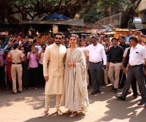 Ranveer Singh, Deepika Padukone visit Siddhivinayak temple