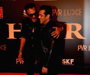 "Film ""Bharat"" premiere - Sunny Leone, Salman Khan, Jackie Shroff"