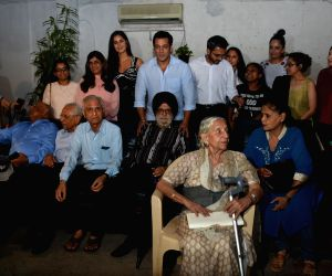 "Actors Salman Khan and Katrina Kaif with the families who experienced the events of 1947 and the partition, at the special screening of  their upcoming film ""Bharat"", in Mumbai on ..."
