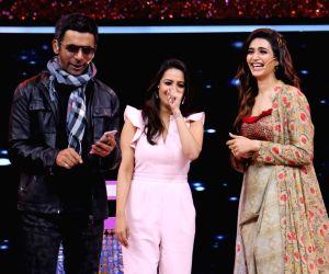 "Jio Dhan Dhana Dhan Live"" - Sunil Grover, Anita Hassanandani and Karishma Tanna"