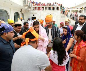 Sushant Singh Rajput, Kriti Sanon visit Gurudwara Bangla Sahib