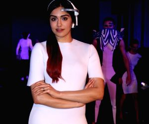 "Tech Fashion Tour""- Adah Sharma"