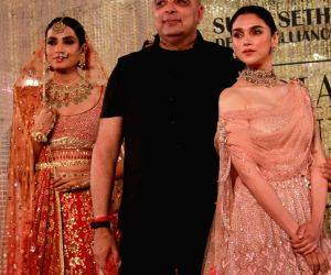New Delhi: India Couture Week 2018 - Tarun Tahiliani