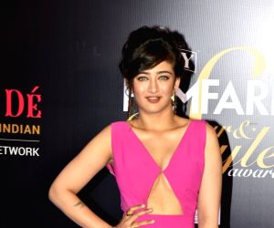 Filmfare Glamour & Style Awards 2019 Pics: Stunning Bollywood Fashion Sizzlers!!