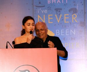 Mahesh Bhatt loses cool at daughter's book launch