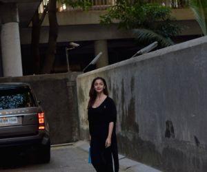 Alia Bhatt seen at Juhu
