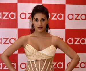 Amyra Dastur starts shooting for 'Mental Hai Kya'