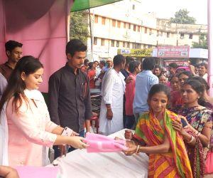 Anara Gupta distributes mosquito nets