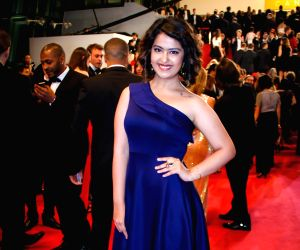 Avika stunned many in minimal jewellery look at Cannes ()