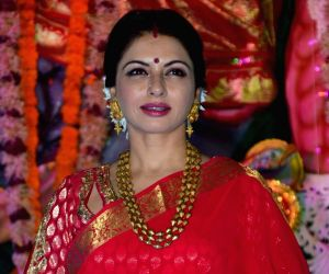 Bhagyashree is clearly a vision in the desi saree looks