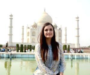 Dia Mirza visits Taj Mahal