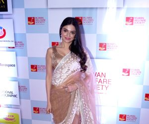 "Red carpet of ""The Walk of Mijwan"" - Divya Khosla Kumar"