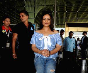 Divya Dutta seen at Mumbai airport