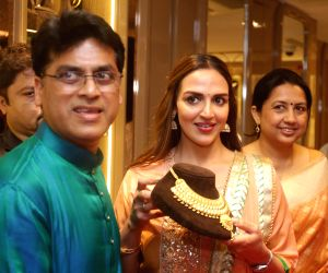 Esha Deol unveils wedding jewellery collection