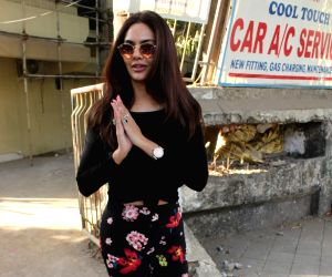 Esha Gupta seen at Juhu