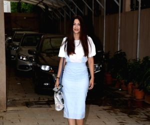 Gauahar Khan seen at Mumbai's Juhu