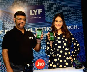 LYF F1 Smartphone lunch
