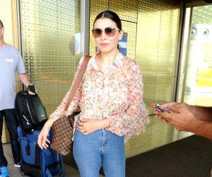 Hansika Motwani seen at Mumbai airport