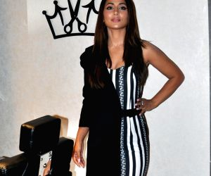 actress-hina-khan-at-the-launch-of-a-salon-in