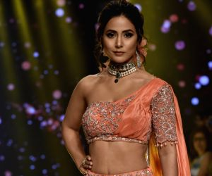 Hina Khan accepts 'Best Actor' award in a jaw-dropping sari at the Lions Gold Awards 2020