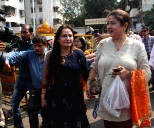 Jaya Prada visits Siddhivinayak temple