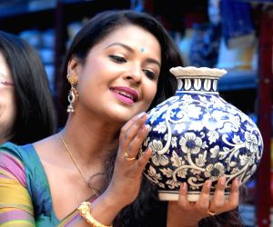Actress Jayashree Raj inaugurates Ugadi Shopping Carnival