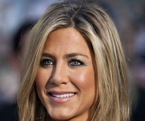 'Friends' co-stars Aniston, Cox reunite