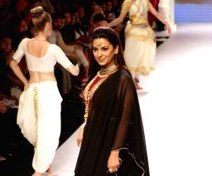 India International Jewellery Week 2015 -  Tanishq creation