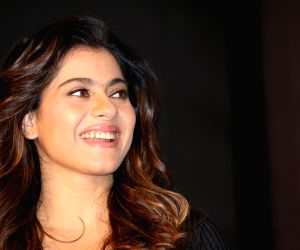 Kajol tries to decode art of taking a selfie
