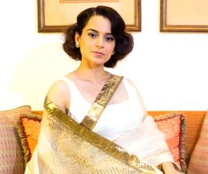 Kangana Ranaut shows how to dazzle in a simple white malmal saree!