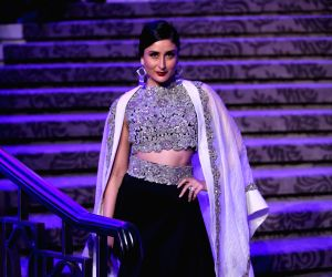 Anamika Khanna wraps up LFW summer-resort 2015 with 'Sculpt