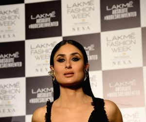 Kareena Kapoor Birthday Bash pics are unarguably romantic, see video & pics
