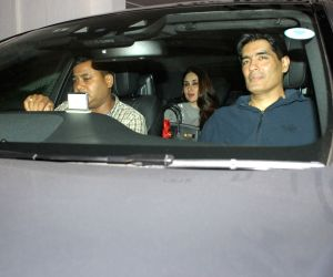 Kareena Kapoor spotted at Karan Johar home