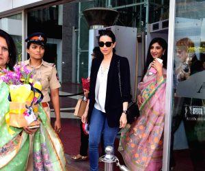 Karisma Kapoor inaugurates FLO Mumbai Magic Bazaar 2017