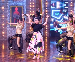 "Karisma, Malaika on the sets of ""Movie Masti With Maniesh Paul"