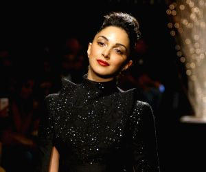 Kiara Advani looks like a vision to behold in an all-black avatar