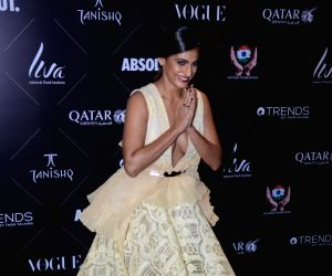 "Red carpet of ""Vogue Beauty Awards"" - Kubbra Sait"