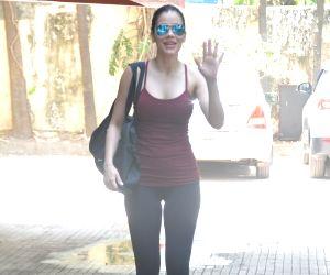 Waluscha De Souza seen outside a gym