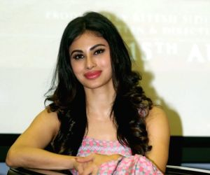 Mouni Roy slays in leheng