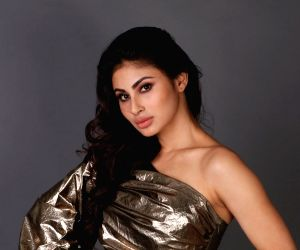 Mouni Roy adds charm to t