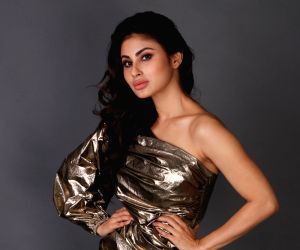 Mouni Roy woos her fans in her gorgeous saree look for the MIC promotions, see pics