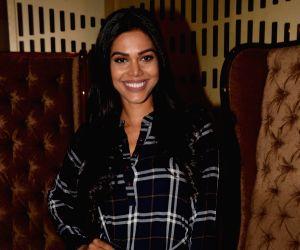 Natasha Suri signs Mika Singh's 'Aadat'
