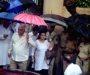 Shashi Kapoor's funeral - Poonam Dhillon