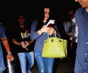 Preity Zinta leave for New York for IIFA 2017