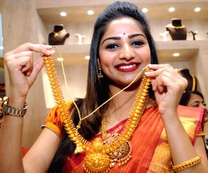 Rachita Ram inaugurates jewellery showroom