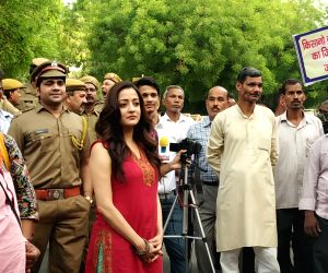 Raima Sen shoots for a film at Jantar Mantar