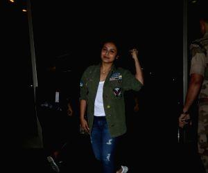 Rani Mukerji spotted at airport