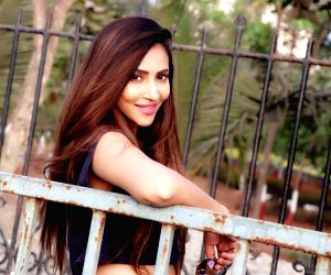 No pressure of looking hot: Rishina Kandhari