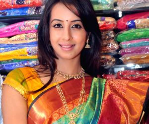 Actress Sanjana inaugurates a showroom